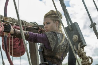 Vikings-Katheryn-Winnick-Blonde-Bow-Arrow