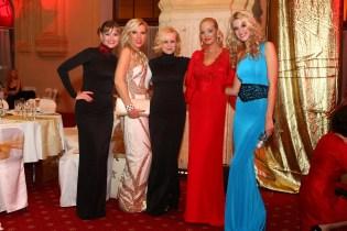 Herečka Zuzana Haasová sa rovnako ako Veronika Husárová, Michaela Čobejová, Adriana Kmotríková či Andrea Heringhová zúčastnila na veľkolepom večeri.