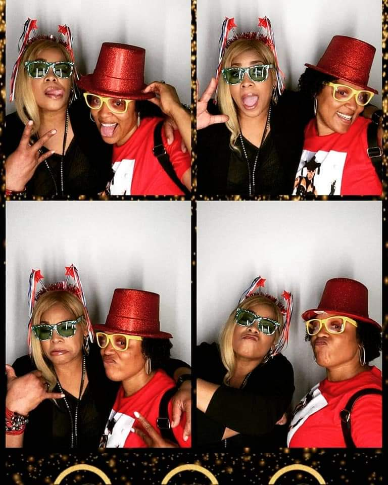 T-Boz with Janel in the photobooth - TLC-Army.com