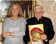 Vassula en una reunión privada con el cardenal Ratzinger poco antes de convertirse en Papa.  La reunión fue la conclusión del diálogo fructífero que tuvo lugar