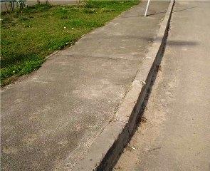 Ремонтируют тротуары