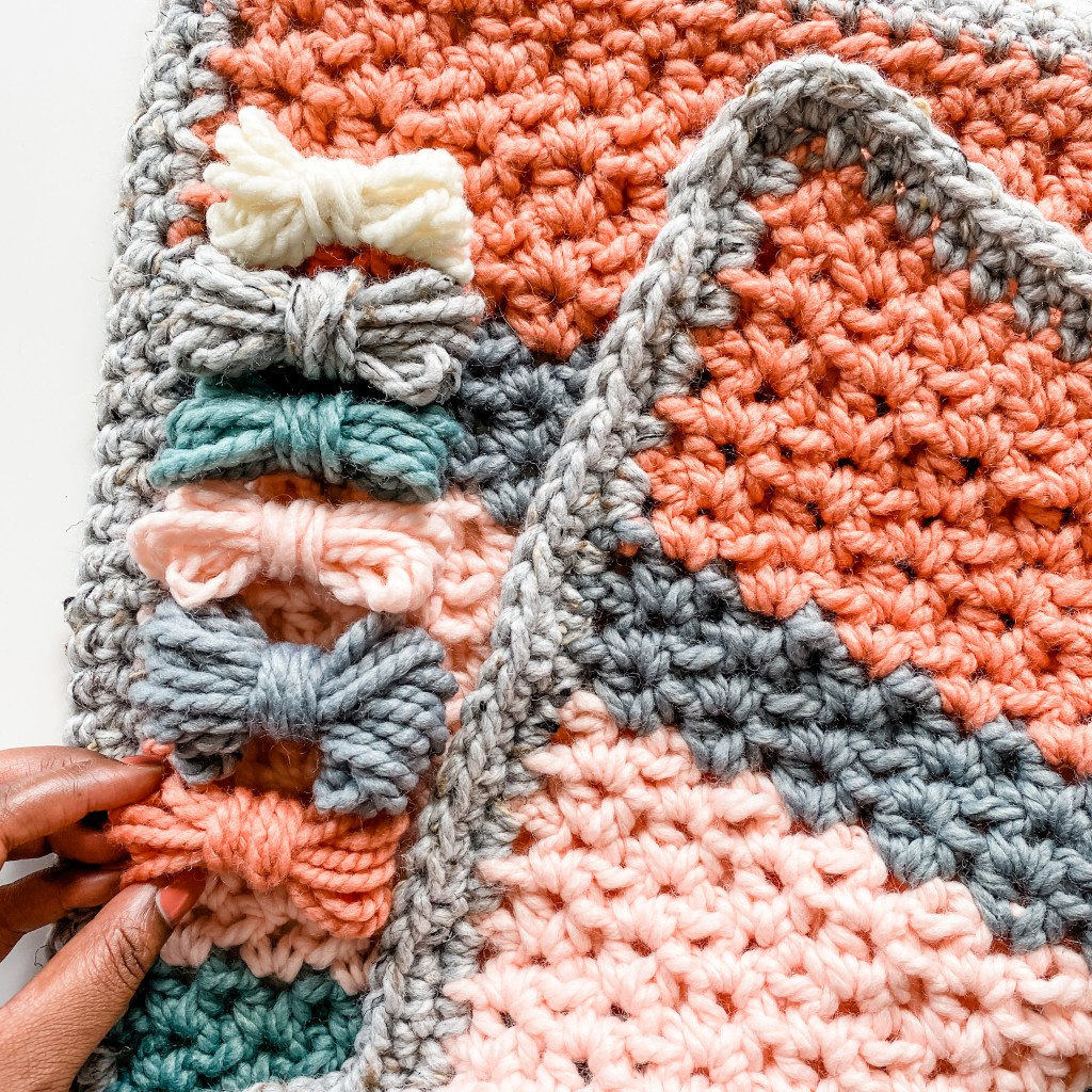 Free crochet chunky blanket pattern Lion Brand Wool Ease Thick & quick colorful blanket instructions beginner-friendly crochet