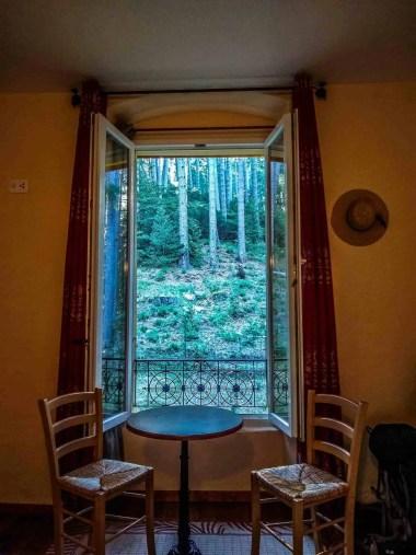 View of a room at Casa Alta Hotel in Vizzavona.