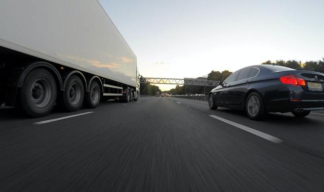 tractor-trailers and disabled vehicles are a bad combo.