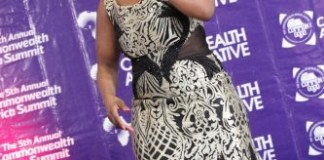 louisa annan performing at the commonwealth africa summit