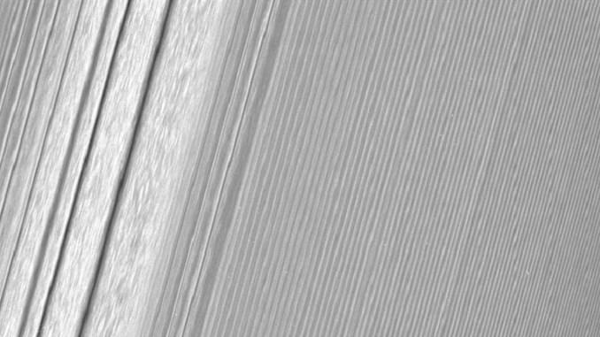 Нові знімки кілець Сатурна зроблені Cassini