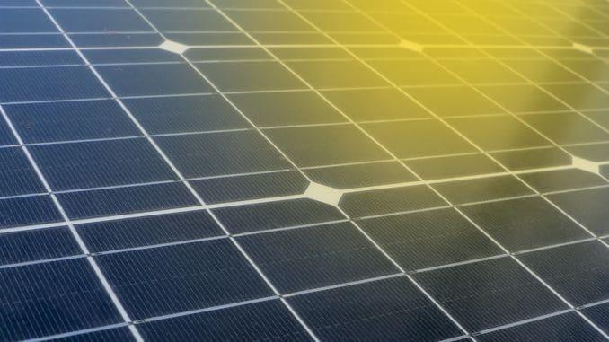Нова сонячна батарея одночасно генерує водень та електрику