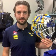 Maple Leafs sign Jhonas Enroth to one-year deal