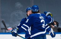 Marner scores twice, Maple Leafs hold off Jets