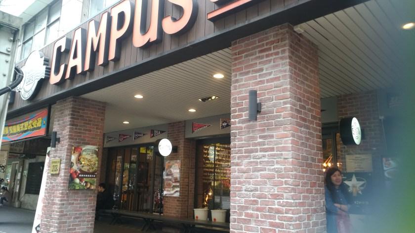 Campus Cafe 門口