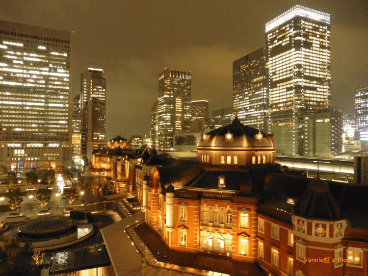 「 Kitte屋上庭園 」一個人眺望東京車站的冰涼夜景