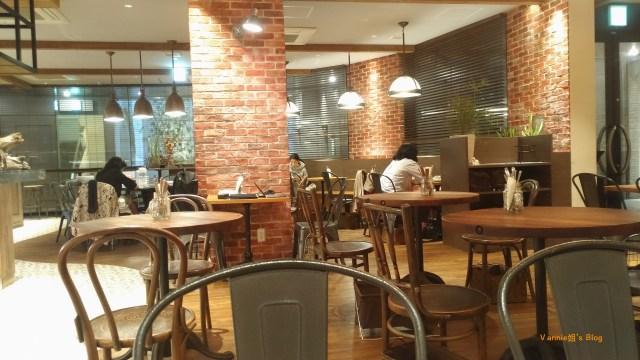 tokyo-daikanyama-blu jam cafe inside