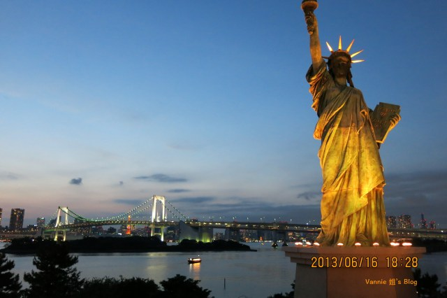 Tokyo Night View Odaiba walking in the park with statue of Liberty