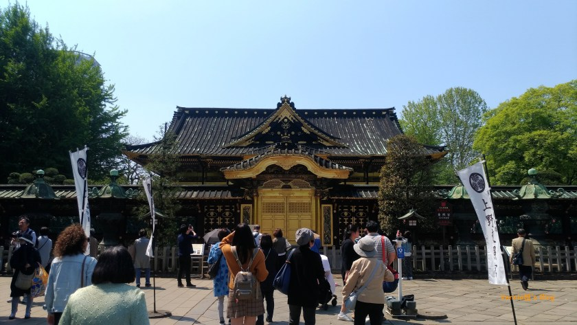 Tokyo-Ueno-Toshogu Shrine-front of the Golden Temple-20180420