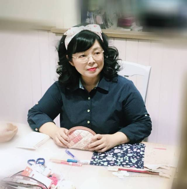 Amy-sewing-cafe-Amy.jpg