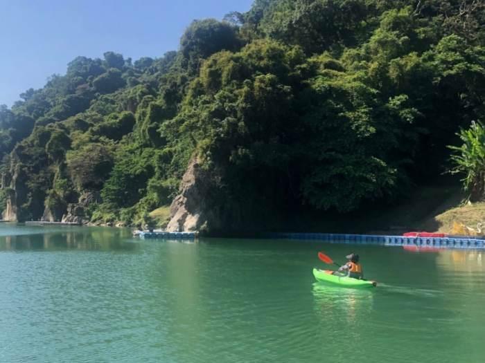 獨木舟心得 ,退休族阿桑漂流在台北人也沒來過的碧潭秘境