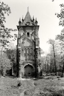William C. Brumfield. Alexander Palace Park. Chapelle.. 1992. Photograph.
