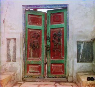 Prokudin-Gorskii, Sergei Mikhailovich. Gates to Tsar's Tomb, 1906-1911. 1 negative (3 frames) : glass, b&w, three-color separation. Library of Congress, Prokudin-Gorskii Collection.