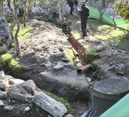 Waqf digging channels for sewage systems on the Temple Mount