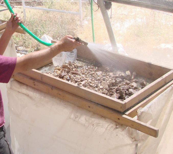 איור 2: סינון רטוב של העפר מהר הבית במפעל הסינון הגן לאומי עמק צורים