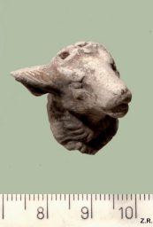 שבר פסלון של ראש כבשה מהתקופה הרומית