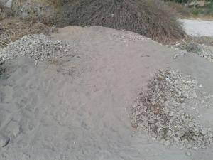 העפר מהר הבית (לאחר סינון יבש). צבעו האפור נובע מהאפר המעורבב בו