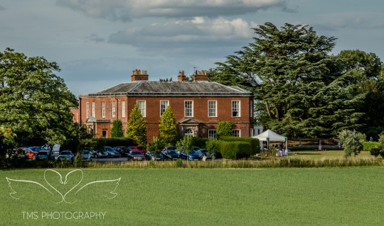 weddingphotography_Staffordshire_DovecliffeHall-164