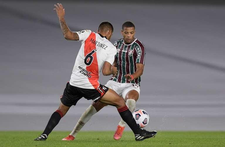 MARTÍNEZ. El defensor se recuperó de la lesión pero hace cinco partidos que no juega (Foto: AFP).