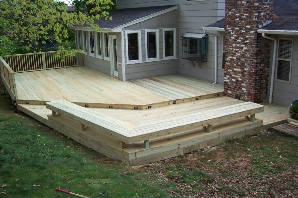 Decks with Seating Built Ins