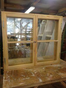 Inåt och utåtgående fönster