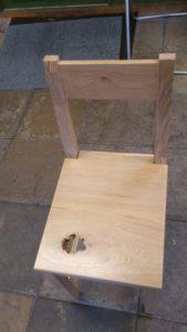 lackerad stol i ek