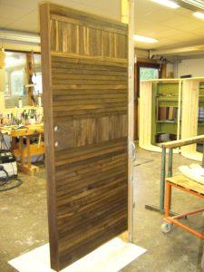 Ytterdörr rökad ek med liggande och stående panel