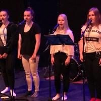 Lukiolaiset esittivät Suomi 100 musaa