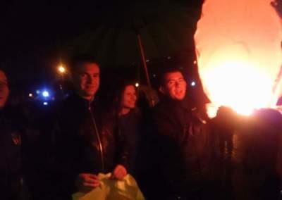 TNL Alba Iulia a dus tradiția mai departe! Ora Pământului, marcată prin lansări de lampioane din Parcul Unirii