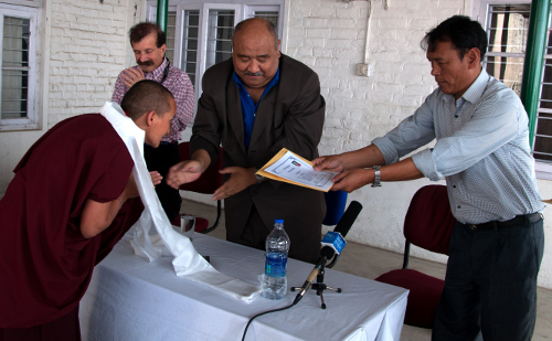 Tibetan Buddhist nun receives certificate of nursing training