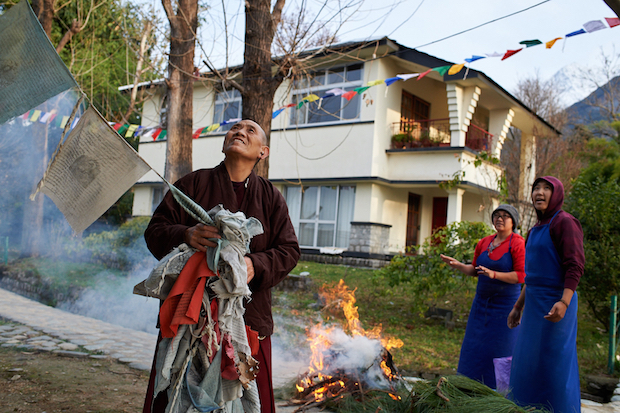 prayer flags, how to dispose of Tibetan prayer flags,