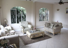 house for sale hillsborro maraval living room