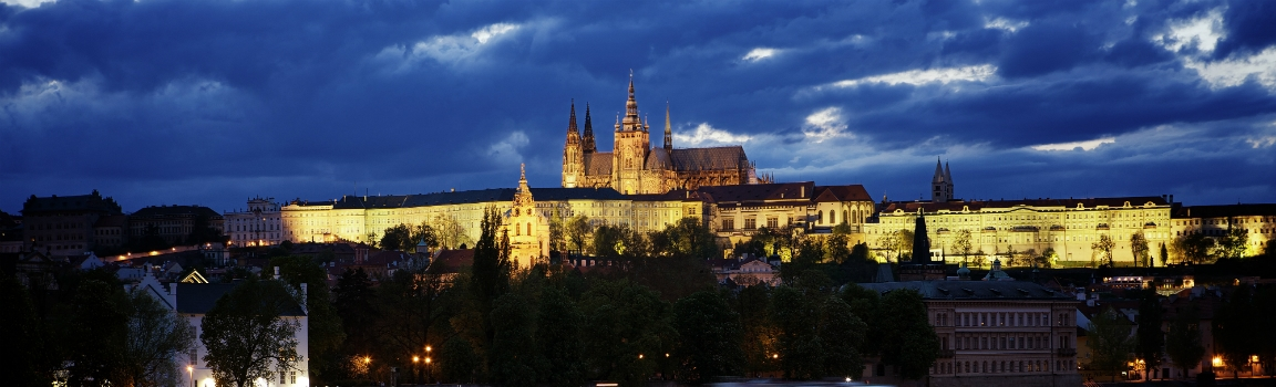 Prague Castle night – slider