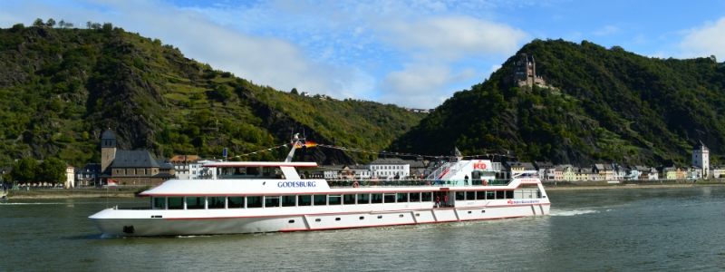 German Holiday Tours by Rail, Rhine River Cruise near Rudesheim Germany to-europe.com