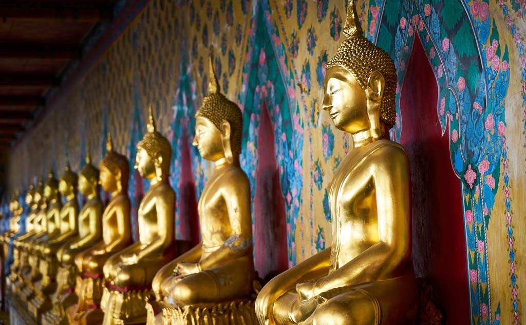 Most Famous Temples in Bangkok: Wat Pho, Wat Arun & Wat Phra Kaew. Photo of Buddha Statues.