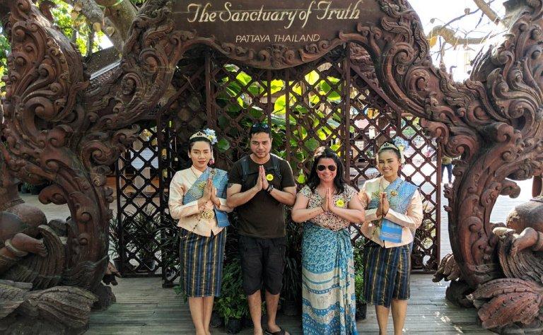 Thai Greetings, Words & Phrases - Wai in Thailand