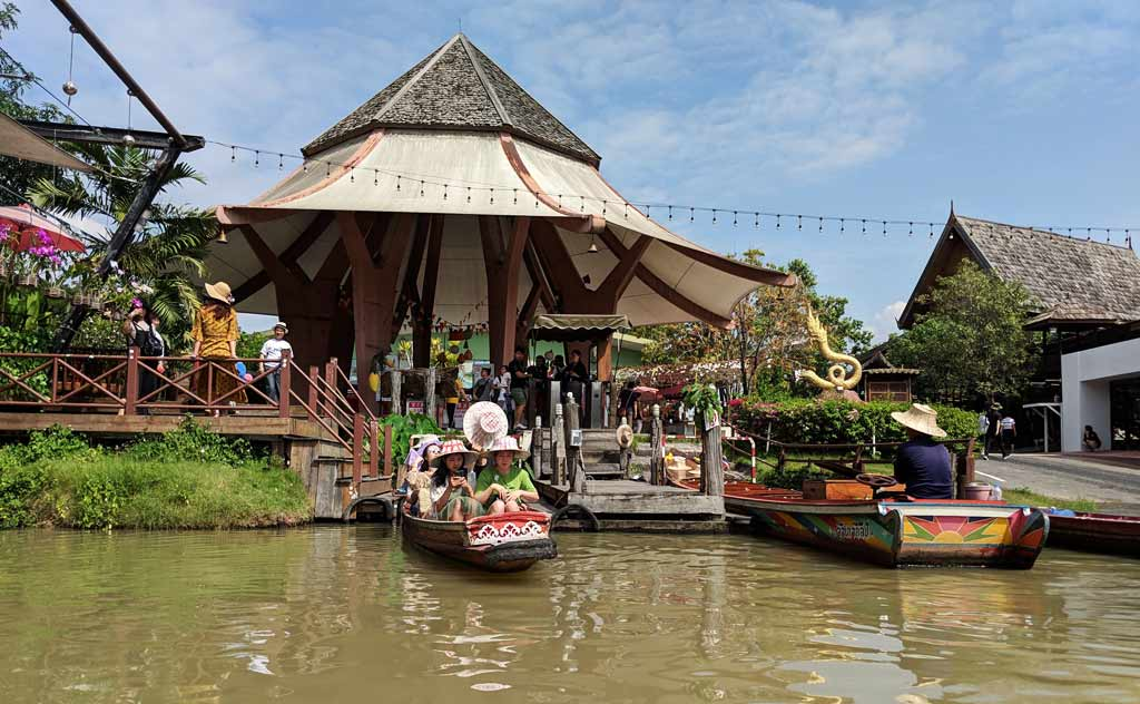People getting ready for a boat ride in Pattaya Floating Market