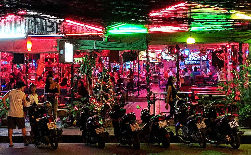 Bars in North Pattaya at night