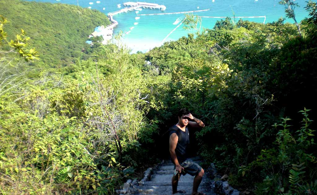 Hiking to Tonglang Beach in Koh Larn