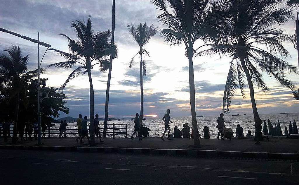 Sunset at Beach Road in Central Pattaya