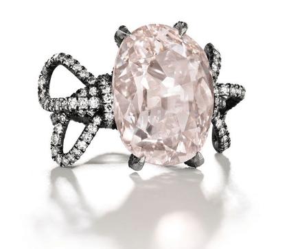 Кольцо с розовым бриллантом Голконды, эстимейт  1 500 000–2 500 000 долл. США.  из коллекции  Аль-Тани  Christie`s