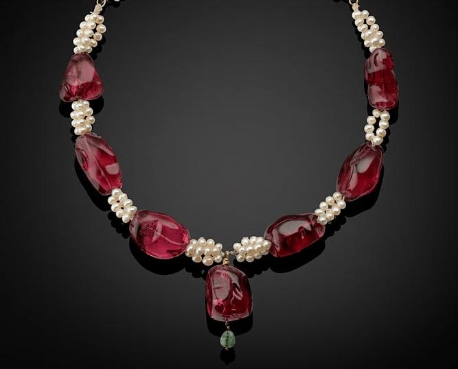 Ожерелье из шпинели с жемчугом, северная Индия, 1600-1700-е годы, с именами и датами правления династии Маголов,  Christie`s