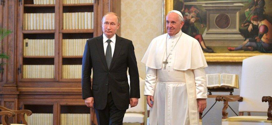 Понтифик признал манипуляции с религией на Украине\ Путин и Франциск на встрече в Ватикане\ фото - пресс-служба Кремля