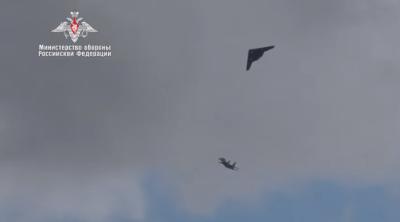 Кадры полёта российского беспилотника «Охотник» с истребителем Су-30СМ