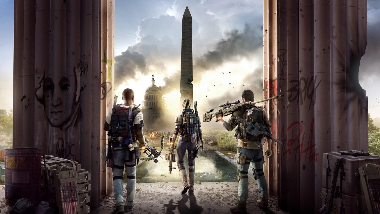 Tres soldados de espaldas contemplando la plaza del obelisco de Whasintong DC en ruinas de fondo.